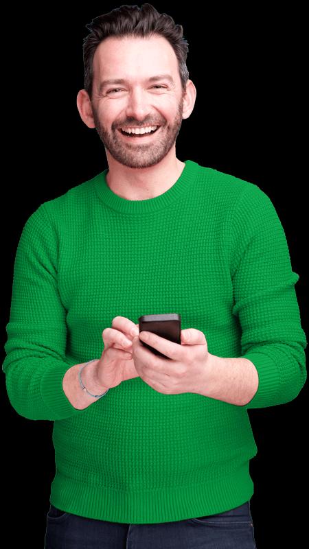 riesapark mann gruener pullover mit handy
